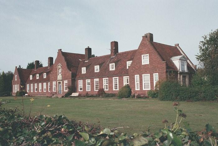Memorial Cottages